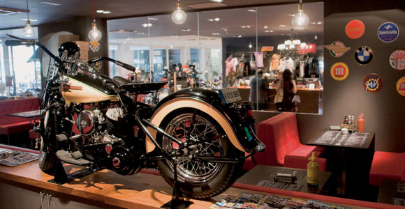 cool garage workshop ideas - 99% Moto Bar pasiones desatadas Barcelona a la Carta