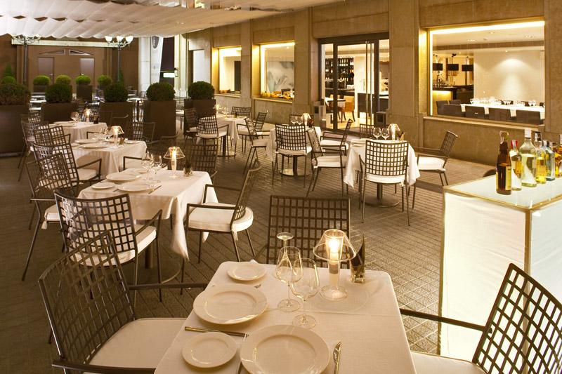 La terraza del Café del Gallery, de noche